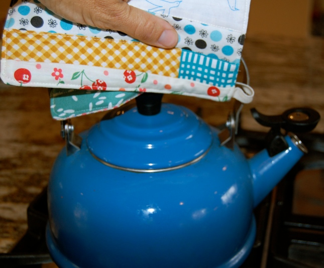 scrappy pot holder with teapot