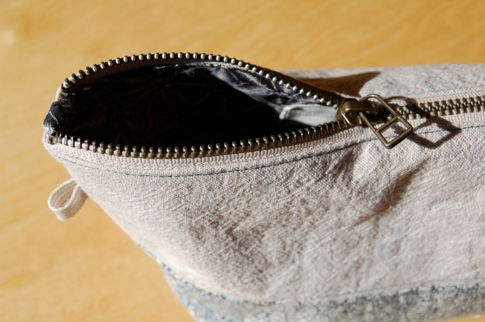 Linen Wide Open Zipper Pouch