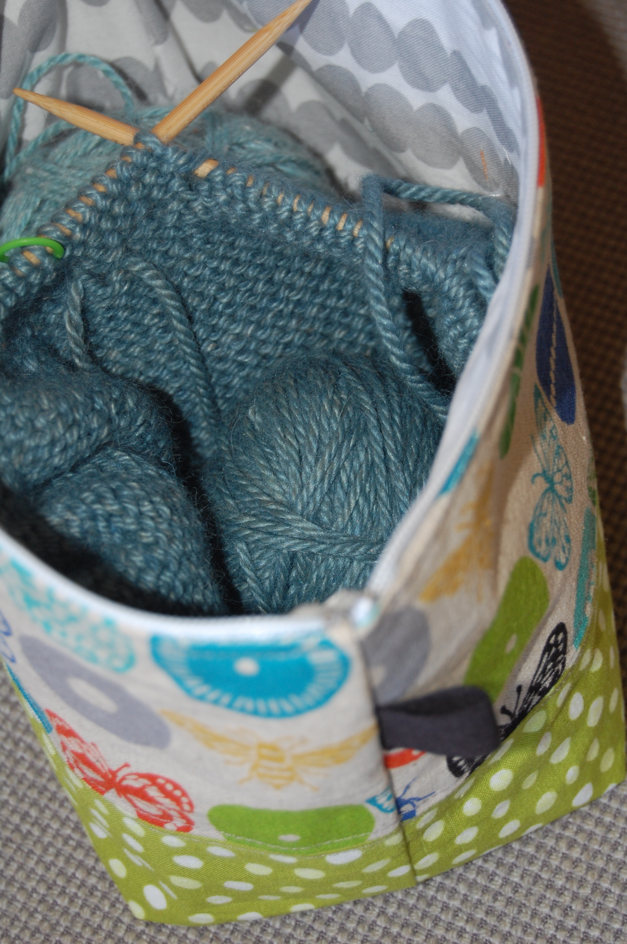 Zippered Knitting Project Bag Tutorial : Wide mouthed zipper pouches blooming poppies