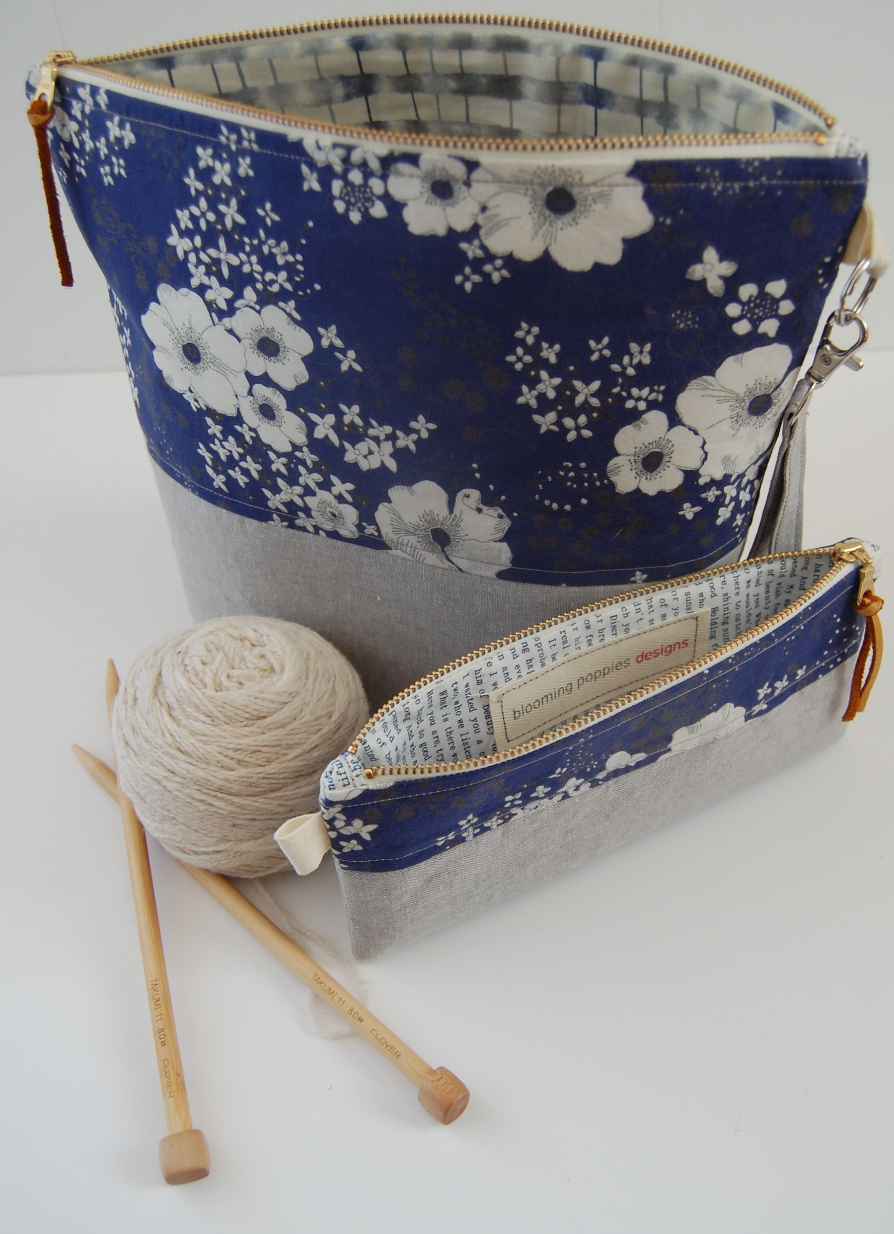 Zippered Knitting Bag : Introducing my new project stash bags… blooming poppies